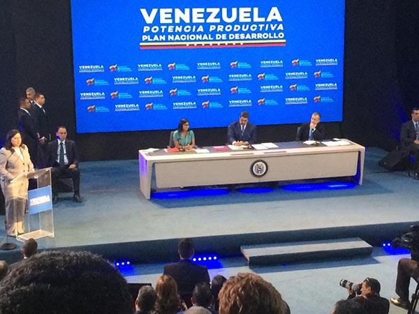 Presidente Maduro encabezó acto con los empresarios comprometidos con el país